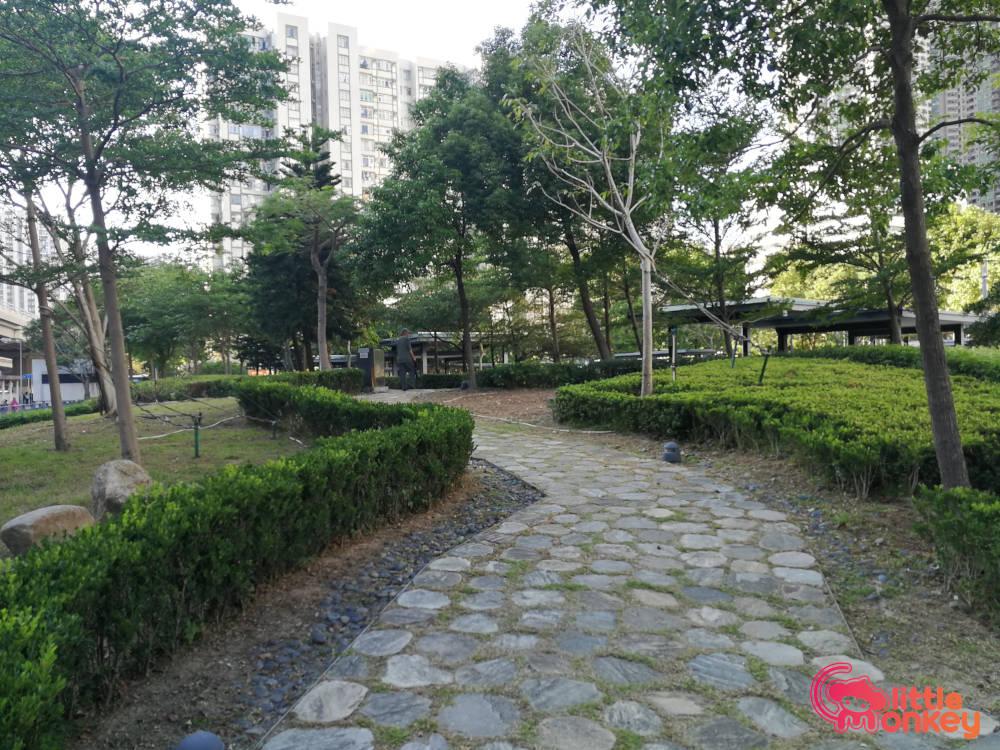 Aldrich Bay Park's greenery lawn