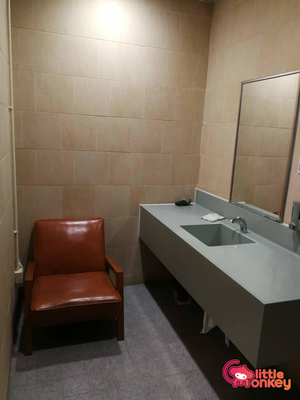Baby care room's chair and basin in Hong Kong Squash Centre