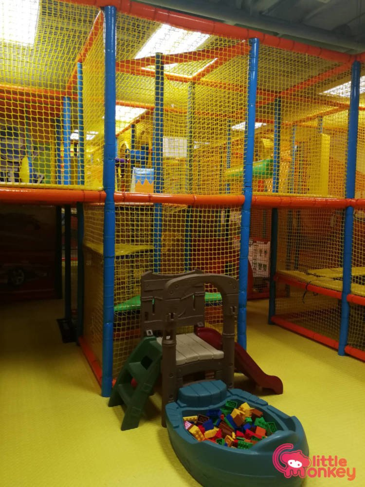 E3 Club's playground maze in iSquare