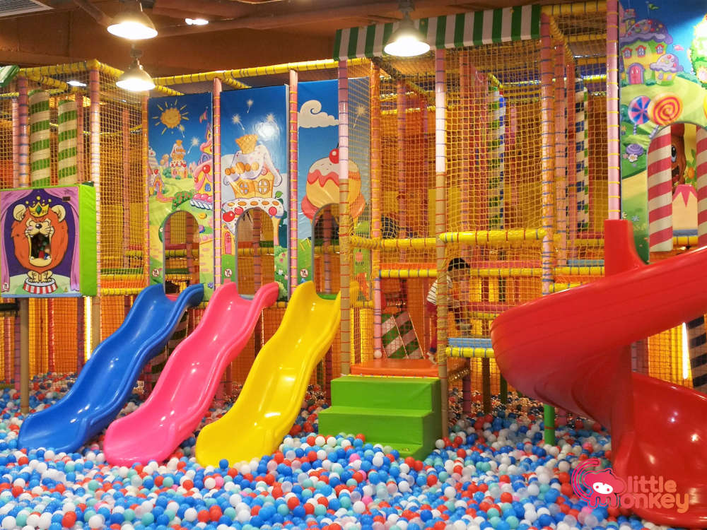 Junpin' Gym's ball pit