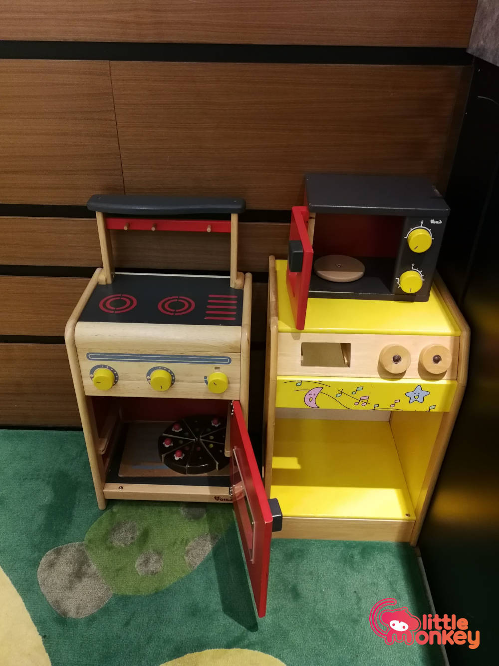Wise Kid's toy cooking stove and microwave in Lee Garden Two