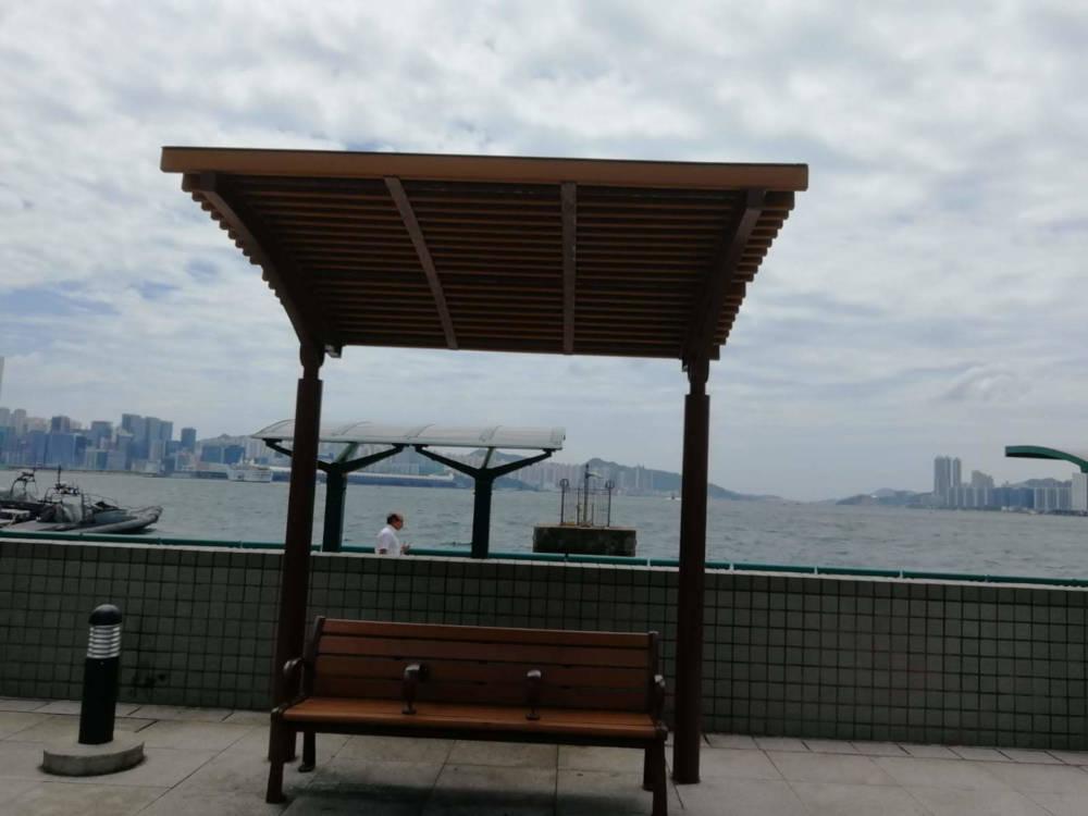Tai Wan Shan Park's wooden bench
