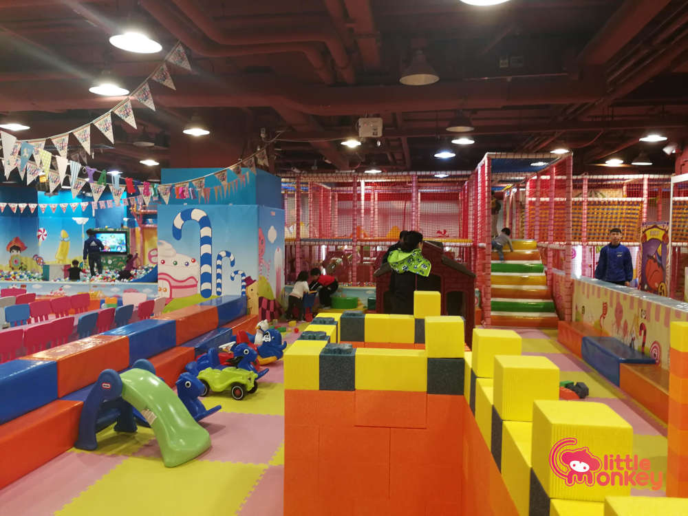 The maze play area at Jumpin' Gym (Cityplaza)