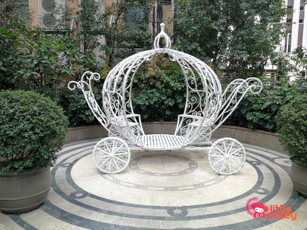 Seating Carriage in Rooftop Garden